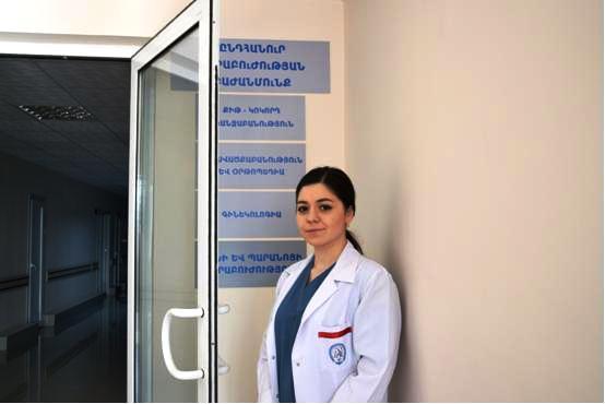 Junge Ärztin im Krankenhaus Armenien