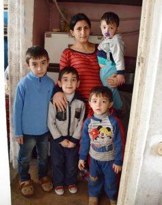 Mutter mit vier Kindern Armenien