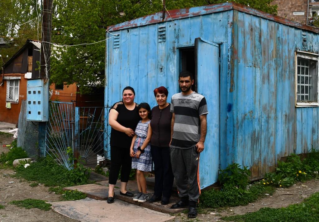 Wiktorias Familie wünscht sich ein sicheres Dach für ihr Containerhaus