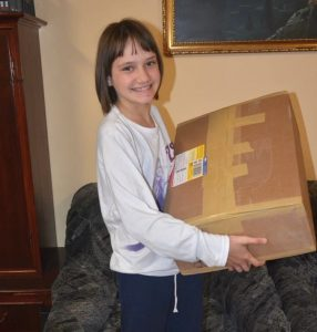 Mädchen mit Paket