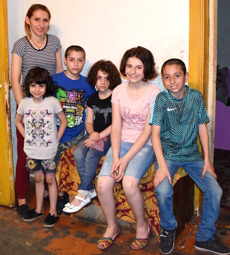 Mutter mit fünf Kindern